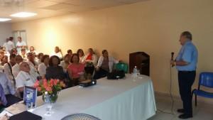 Experto en dengue de la (OPS) Dr. Eric Martínez en su visita la región donde realizo una visita al Hospital Infantil Regional Universitario Dr. Arturo Grullon