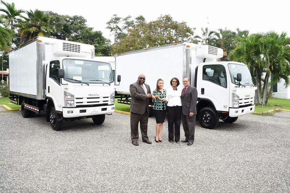 El doctor Nelson Rodríguez Monegro agradeció a la USAID en la persona de su representante en el país, Sr. Arthur Brown, por la donación de los camiones climatizados