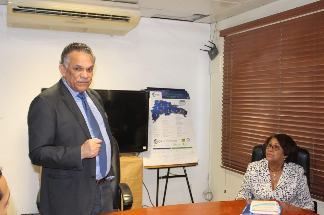 El Ministro de Administración Pública Ramón Ventura Camejo, sostuvo reunión con el comité de calidad de la  Regional de Salud II Norcentral.