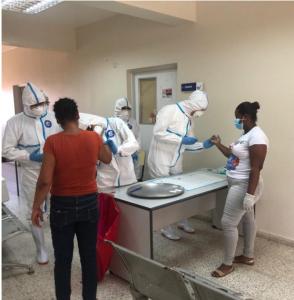 Realizan operativo de pruebas rápidas en Santiago para detectar COVID-19