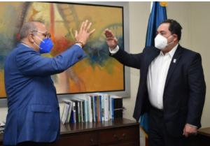 Mario Lama es juramentado como director SNS; garantiza su prioridad es la salud de la población