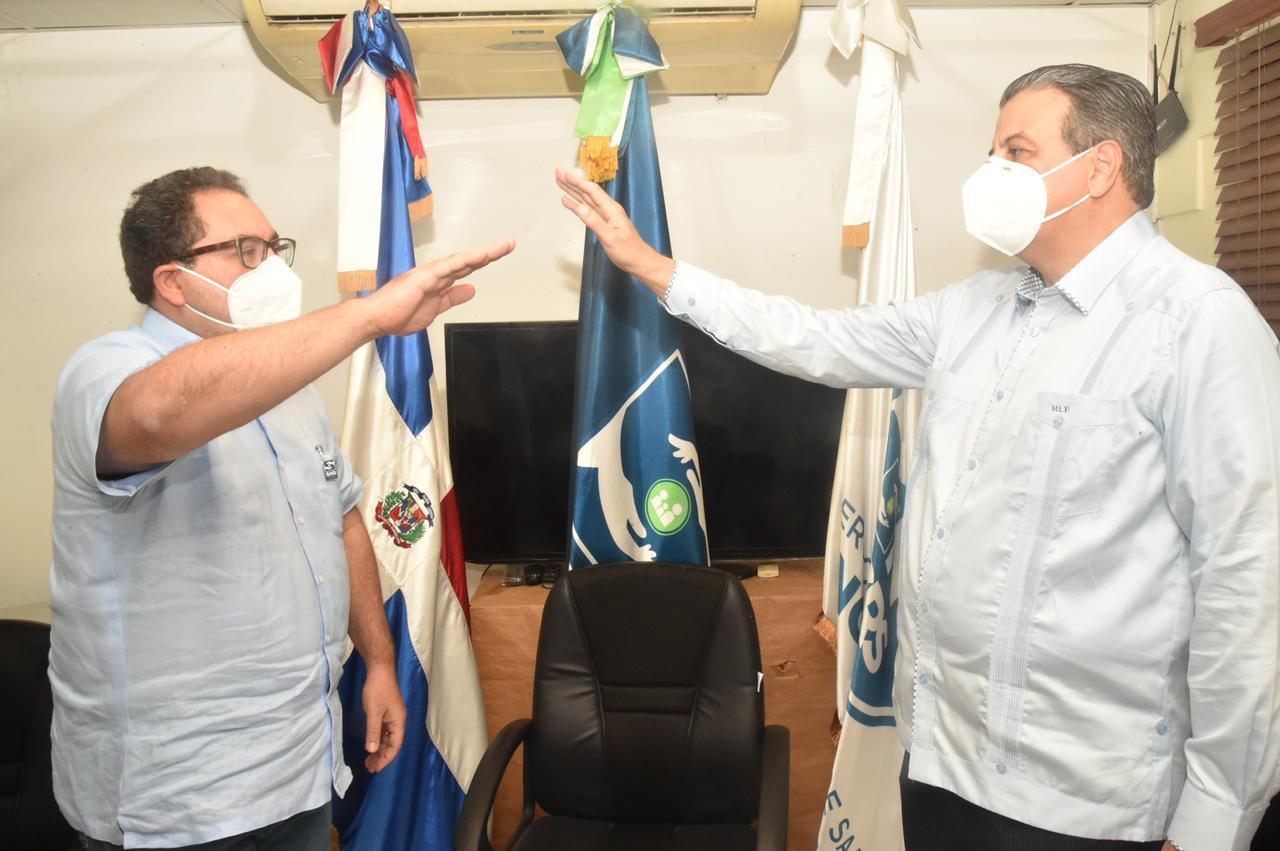 Juramentan al doctor Lora Perelló director Servicio Regional de Salud Norcentral