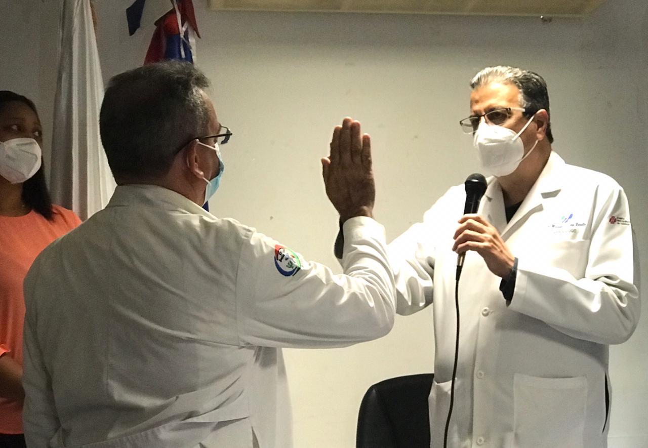 Lora Perelló juramenta nuevos directores de hospitales en Santiago
