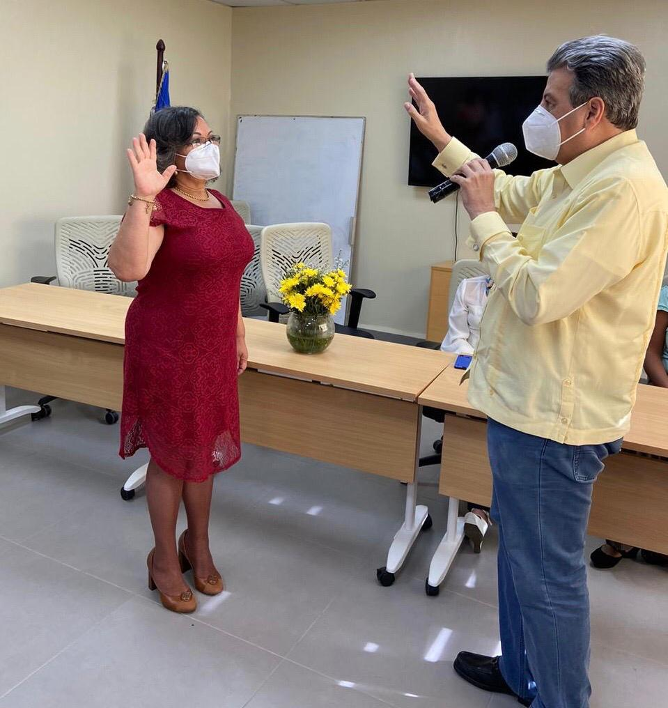 Lora Perelló director regional de salud Norcentral juramenta nueva directora en hospital Arturo Grullón