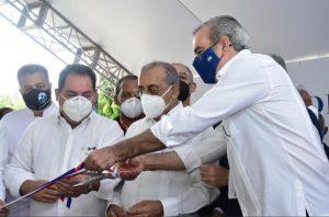 Presidente entrega dos Centros de Atención Primaria en Santiago