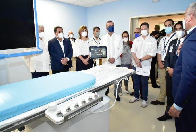 Presidente Abinader deja en funcionamiento nuevas áreas en hospital Cabral y Báez